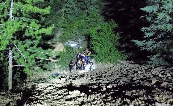Otomobil 100 metrelik uçurumdan yuvarlandı: 1 ölü, 4 yaralı - Sayfa 1