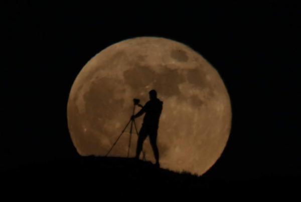 Van'da 'Süper Ay' görsel şölen oluşturdu - Sayfa 1