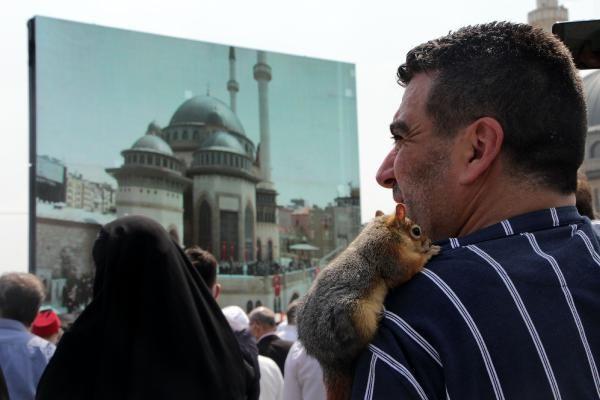 Taksim Camii açılışına sincabı ile geldi - Sayfa 2