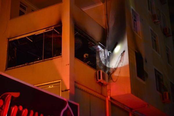 Adana'da ev yangını: 1 ölü, 3 yaralı - Sayfa 1