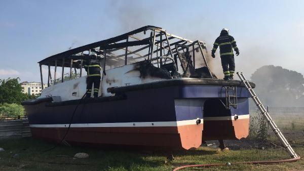 Bakıma alınan tekne ve sandalda yangın çıktı - Sayfa 4