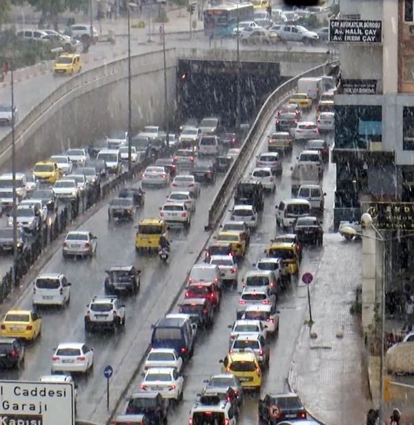 Antalya'da 5 dakika süren sağanak, trafiği felç etti - Sayfa 3