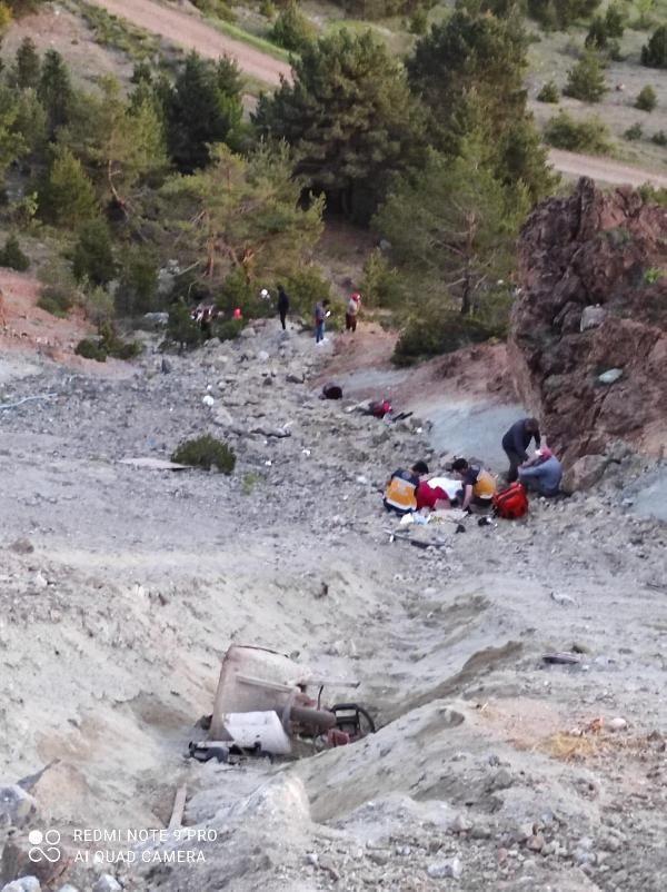 Otomobil uçuruma yuvarlandı: Anne baba öldü, çocuklar yaralı - Sayfa 3