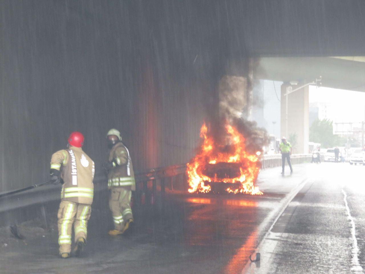 Ataşehir D-100'de bir otomobil alev topuna döndü - Sayfa 3