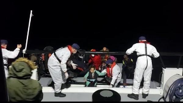 Çeşme açıklarında 74 kaçak göçmen kurtarıldı - Sayfa 1