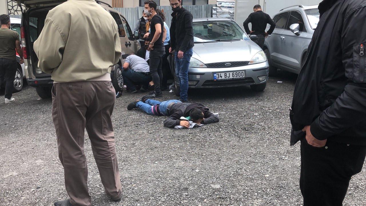İstanbul'da duruşma çıkışı silahlı kavga: Yaralılar var