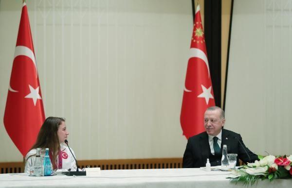 Erdoğan, madalya alan cimnastikçileri kabul etti - Sayfa 1