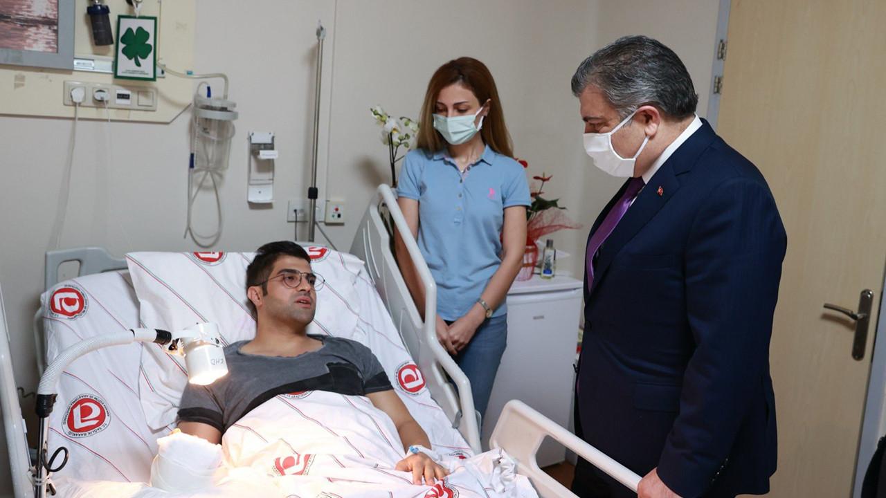 Bakan Koca'dan bıçaklı saldırıya uğrayan doktora ziyaret