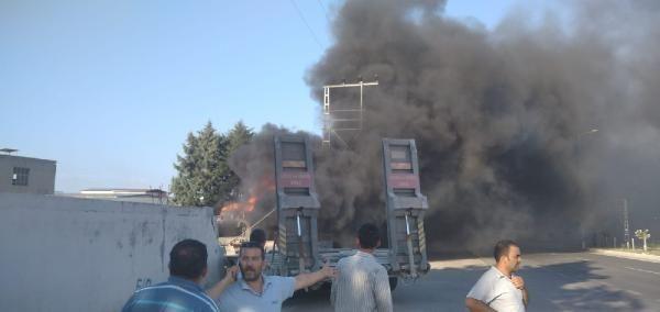 Lastiği patlayan askeri TIR, fabrikaya girdi: 2 kişi yaşamını yitirdi - Sayfa 1