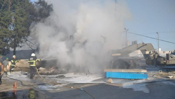 Lastiği patlayan askeri TIR, fabrikaya girdi: 2 kişi yaşamını yitirdi - Sayfa 2