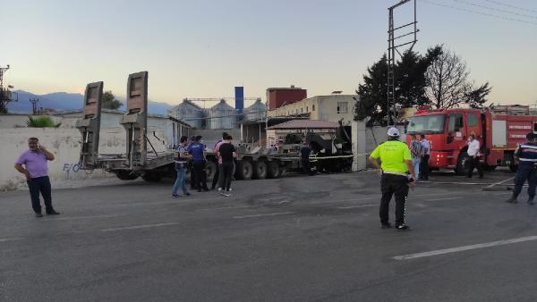 Lastiği patlayan askeri TIR, fabrikaya girdi: 2 kişi yaşamını yitirdi - Sayfa 3