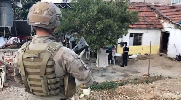 350 jandarmanın katıldığı 'Kasırga' operasyonunda 22 gözaltı - Sayfa 4