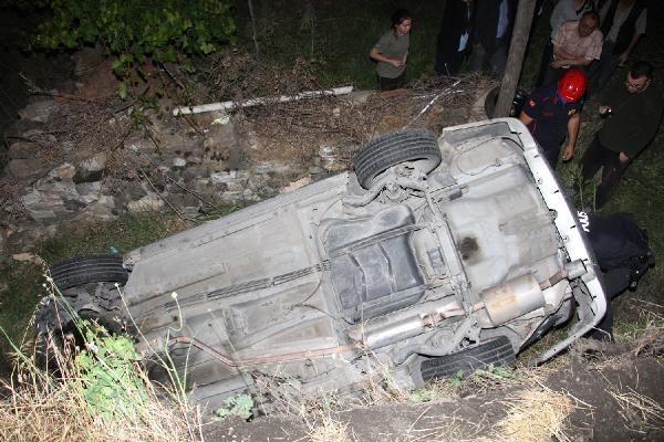 Kula'da şarampole devrilen otomobildeki 3 kişi ağır yaralandı - Sayfa 2