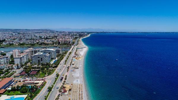Antalya'da rüzgar etkili oldu, sahilde yoğunluk yaşanmadı - Sayfa 1