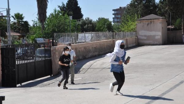 Kimliklerini unutan öğrencileri sınava polis yetiştirdi - Sayfa 1