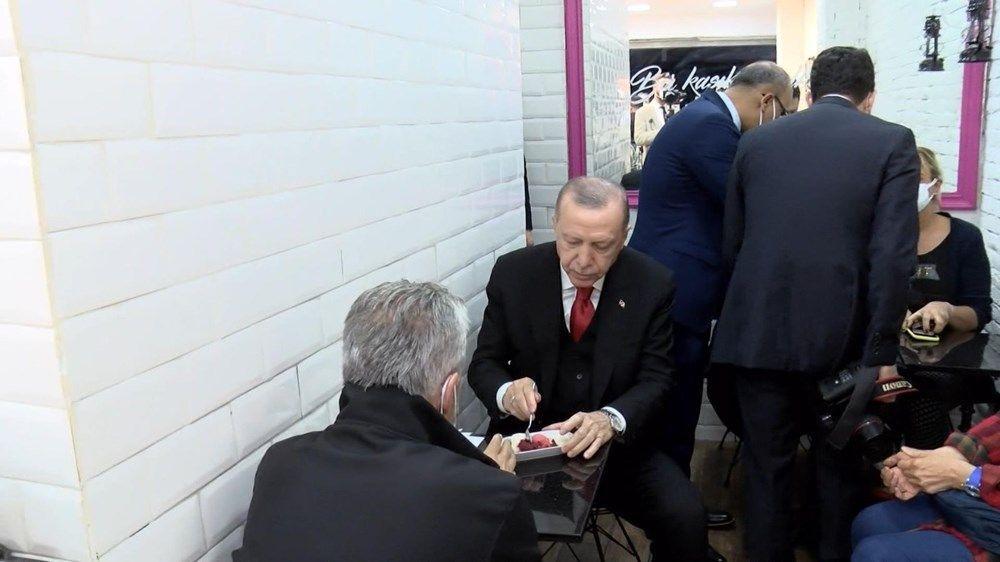 Cumhurbaşkanı Erdoğan, vatandaşlarla dondurma yedi - Sayfa 1