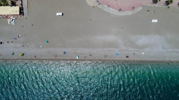 Antalya'da rüzgar etkili oldu, sahilde yoğunluk yaşanmadı - Sayfa 2