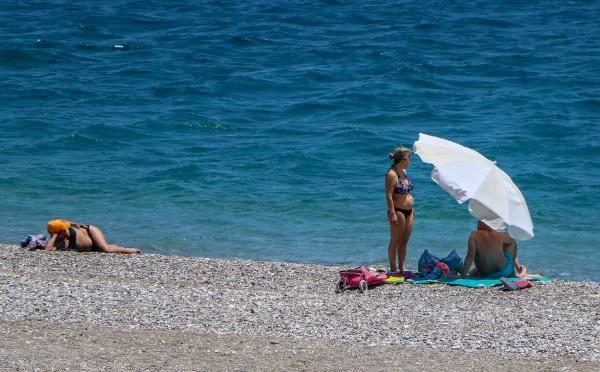 Antalya'da rüzgar etkili oldu, sahilde yoğunluk yaşanmadı - Sayfa 3