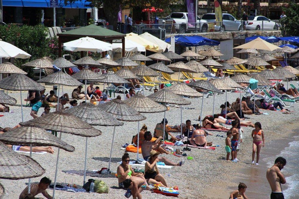 Hava sıcaklığının 32 dereceyi bulduğu Bodrum'da sahiller doldu taştı - Sayfa 3