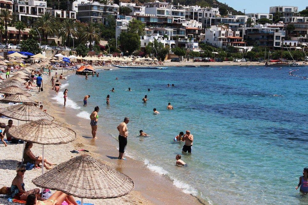 Hava sıcaklığının 32 dereceyi bulduğu Bodrum'da sahiller doldu taştı - Sayfa 4