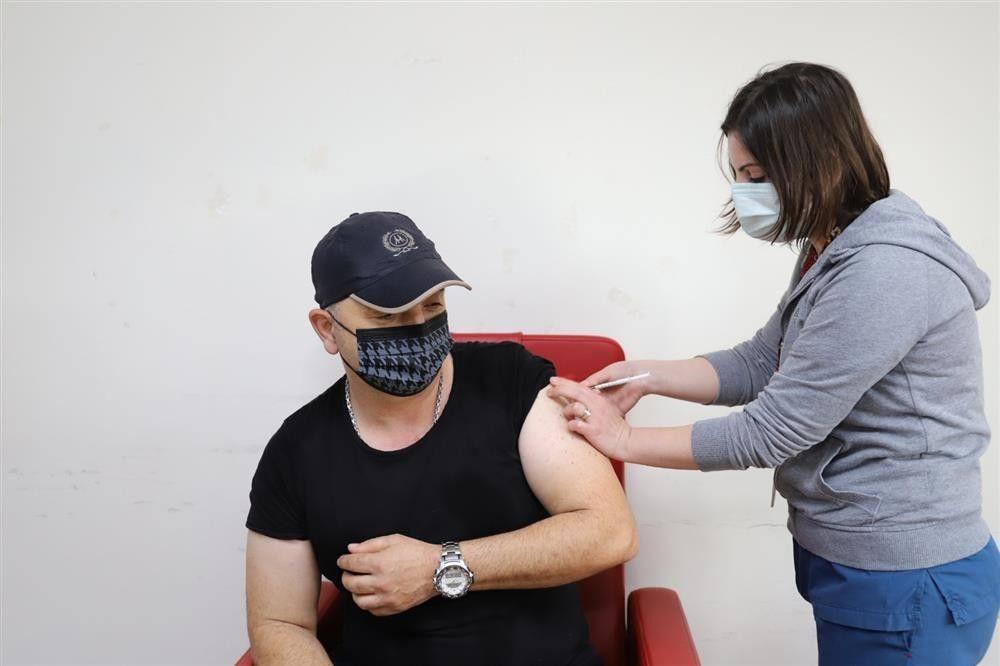 Sağlıkçılara üçüncü doz aşı geliyor - Sayfa 1