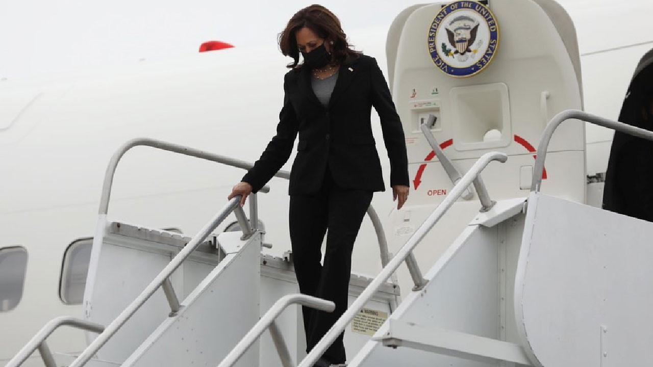 ABD Başkan Yardımcısı Kamala Harris'in uçağı zorunlu iniş yaptı