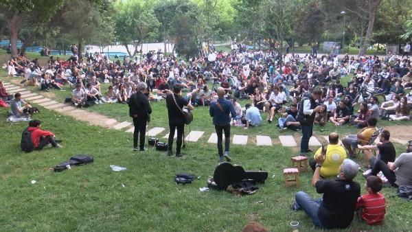 Maçka Parkı'nda sosyal mesafesiz konser - Sayfa 1