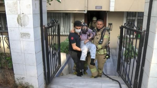 Avcılar'da 5 katlı binada yangın paniği; mahsur kalan yatalak kadını itfaiye kurtardı - Sayfa 1
