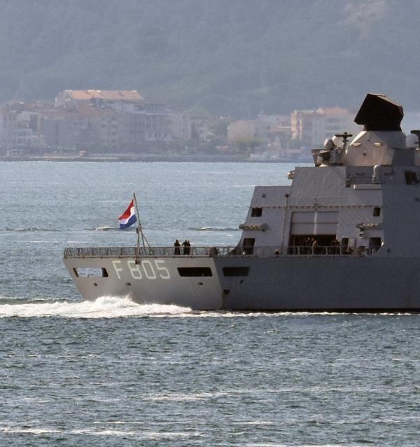 Hollanda savaş gemisi 'HNLMS Evertsen', Çanakkale Boğazı'ndan geçti - Sayfa 4