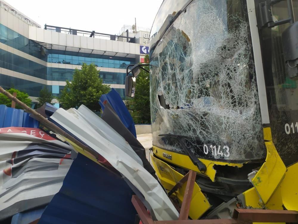 İETT otobüsü metro inşaatına çarptı - Sayfa 3