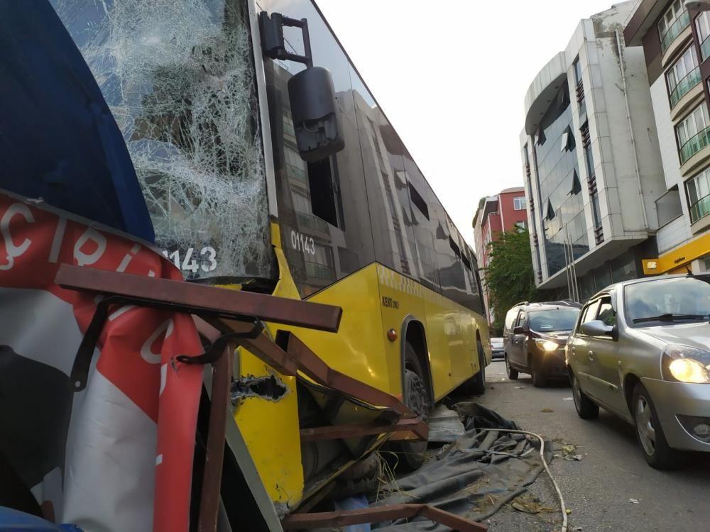İETT otobüsü metro inşaatına çarptı - Sayfa 1