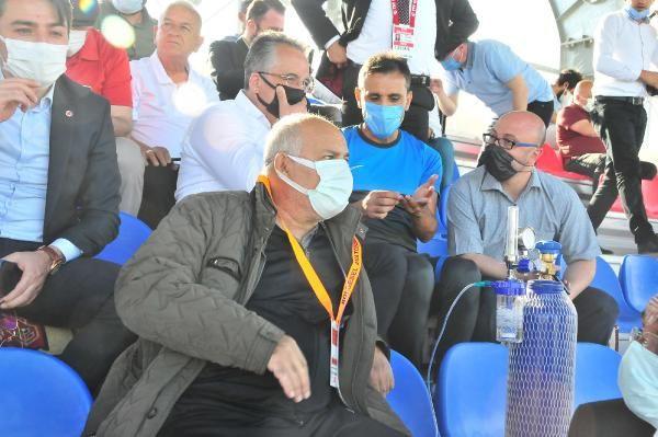 Kulüp başkanı, takımının maçını oksijen tüpüyle izledi - Sayfa 3