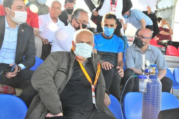 Kulüp başkanı, takımının maçını oksijen tüpüyle izledi - Sayfa 4