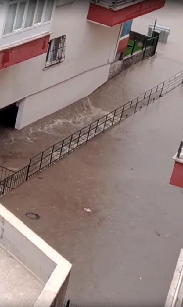 Ankara'da sağanak su baskınlarına yol açtı - Sayfa 1