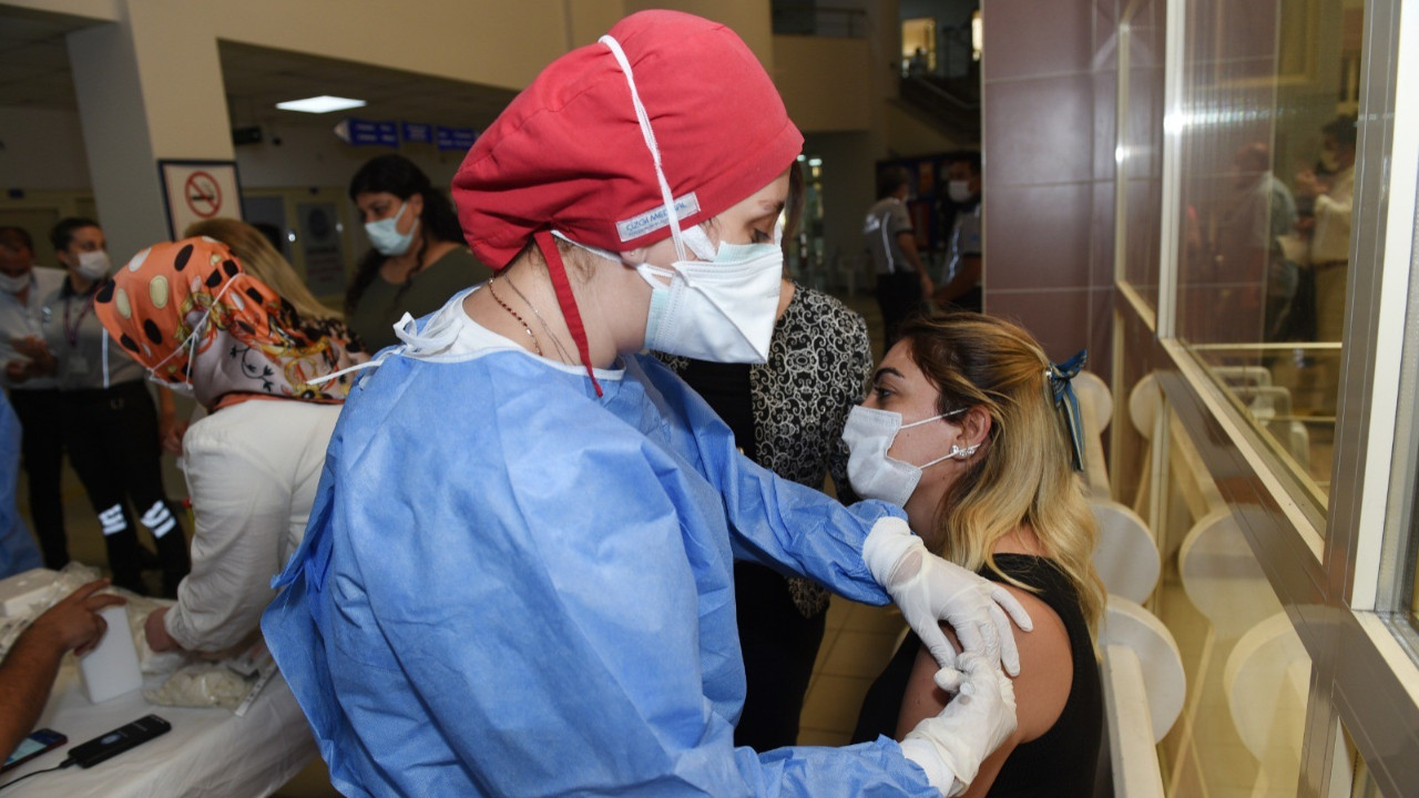 Son 24 saatte 1 milyon 416 bin doz aşı yapıldı