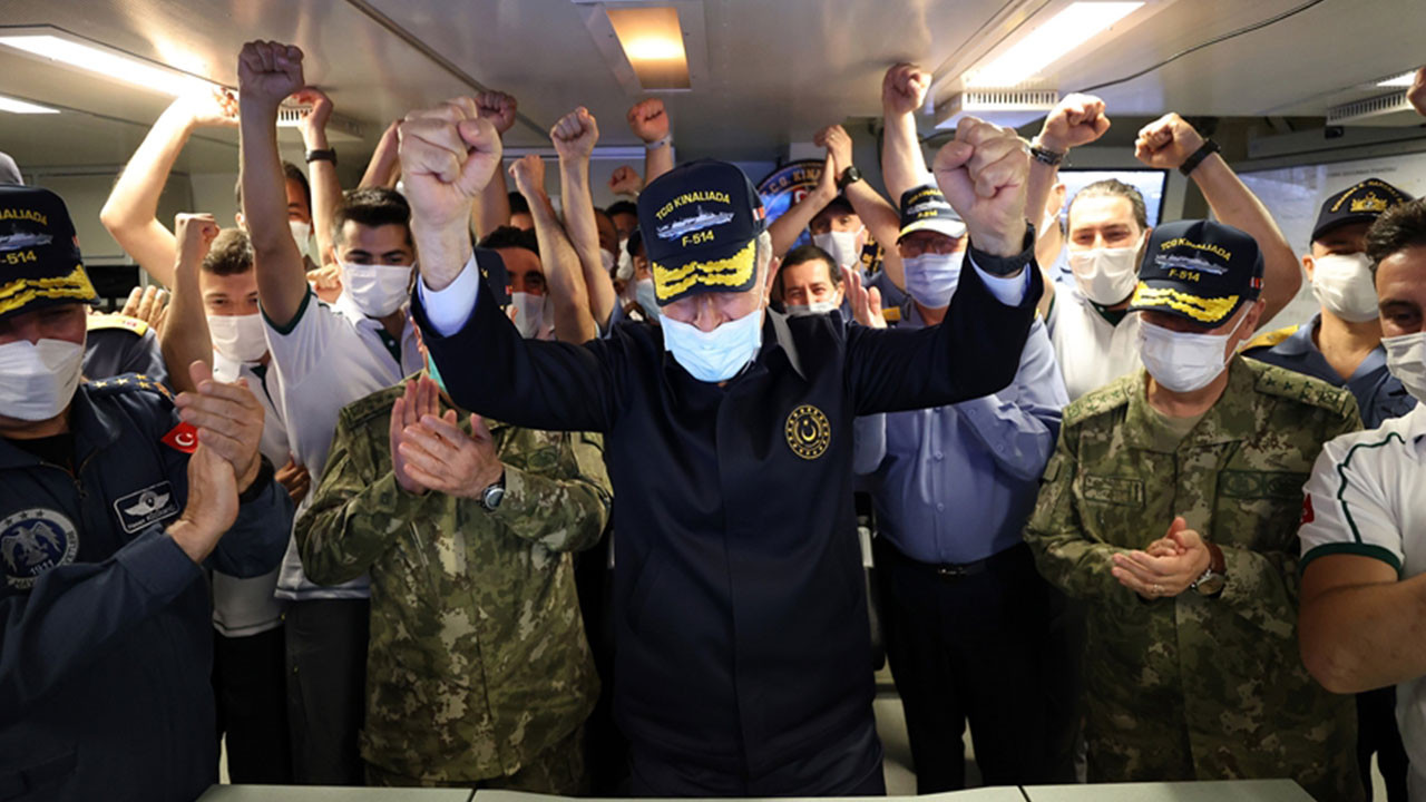 'Atmaca' hedefi tam isabetle vurdu, Milli Savunma Bakanı Akar büyük sevinç yaşadı