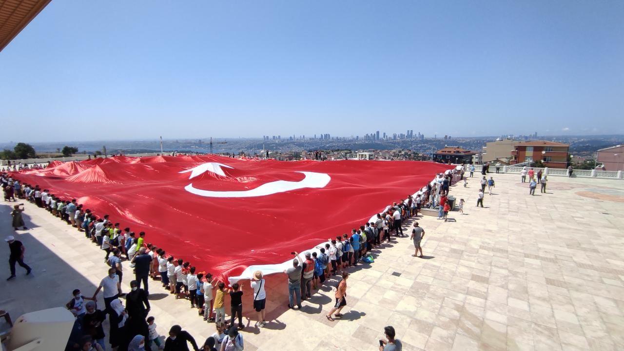 Büyük Çamlıca Camii'nde 2 bin 71 metrekarelik Türk bayrağı açıldı - Sayfa 2