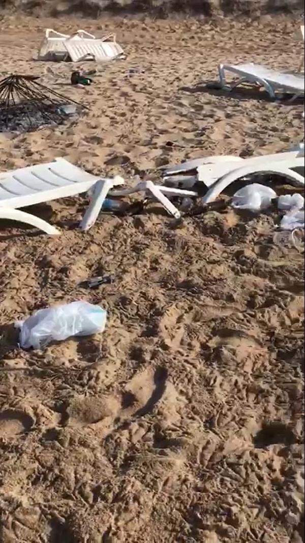 Bozcaada sahilindeki partide şezlongları kırıp, şemsiye yakıp, çöpleri bıraktılar - Sayfa 3