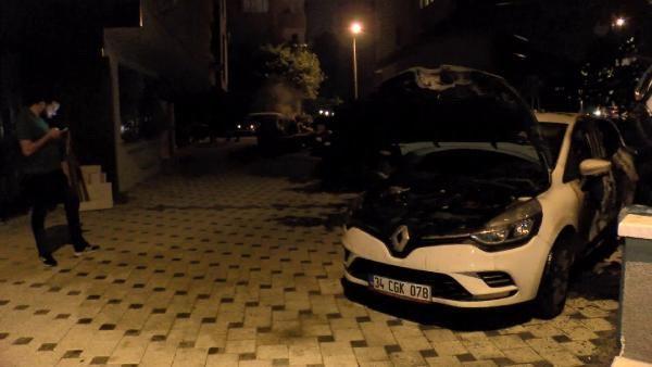 Kadıköy'de iki otomobil kundaklandı - Sayfa 1