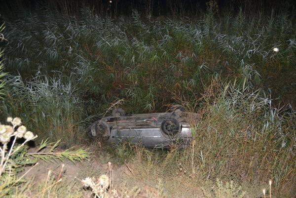 Otomobil, drenaj kanalına devrildi: 4 yaralı - Sayfa 1