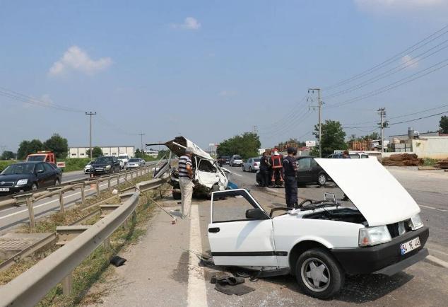 E-5'teki kazada otomobil ikiye bölündü - Sayfa 3