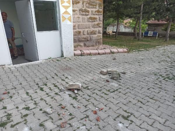 Depremde hasar gören cami ibadete kapatıldı - Sayfa 4