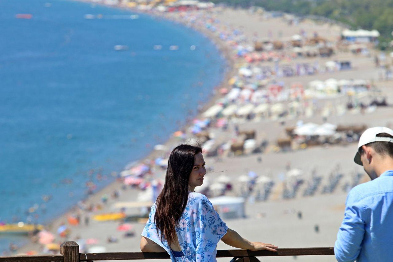 Antalya sahillerinde bayram yoğunluğu - Sayfa 1