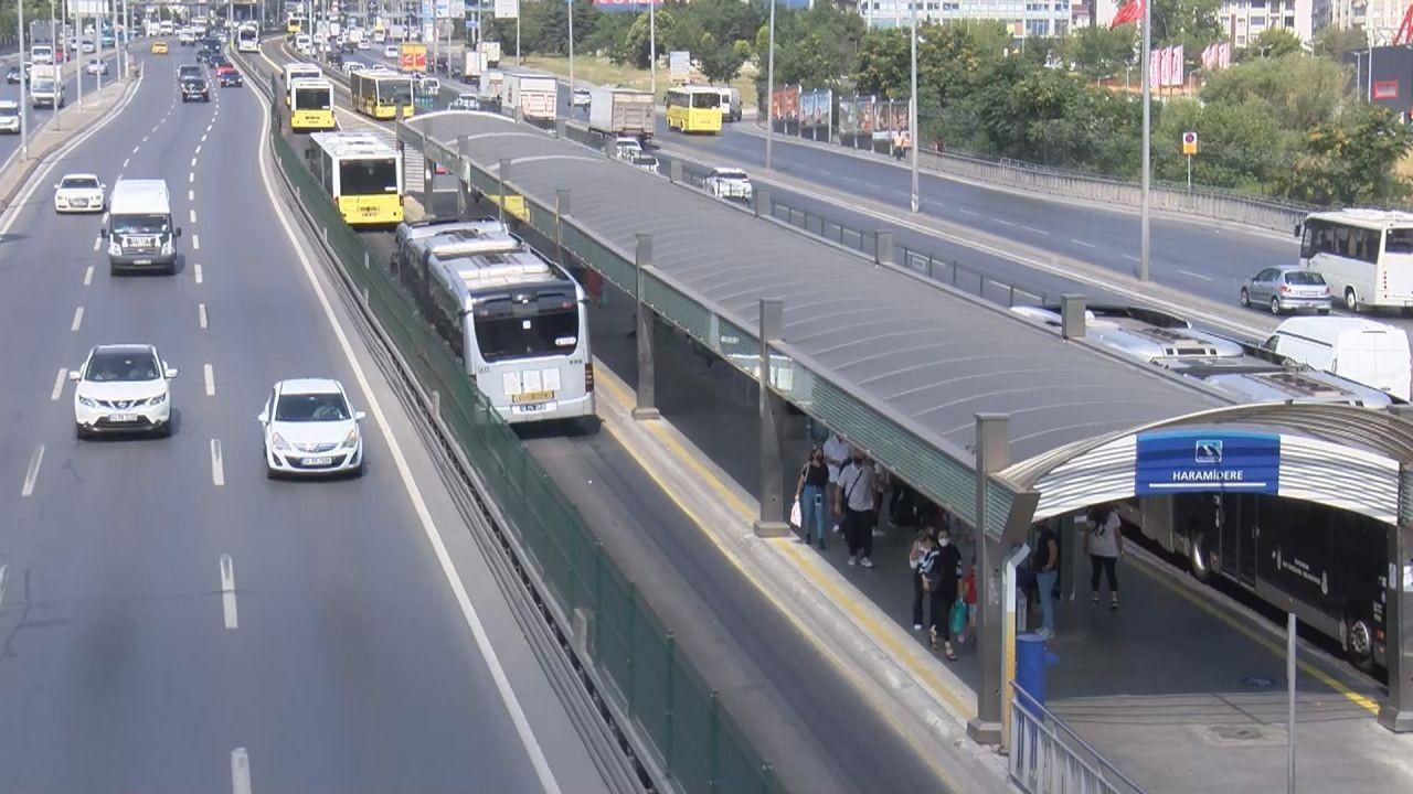 İstanbul'da aşırı sıcaktan asfalt eridi - Sayfa 1