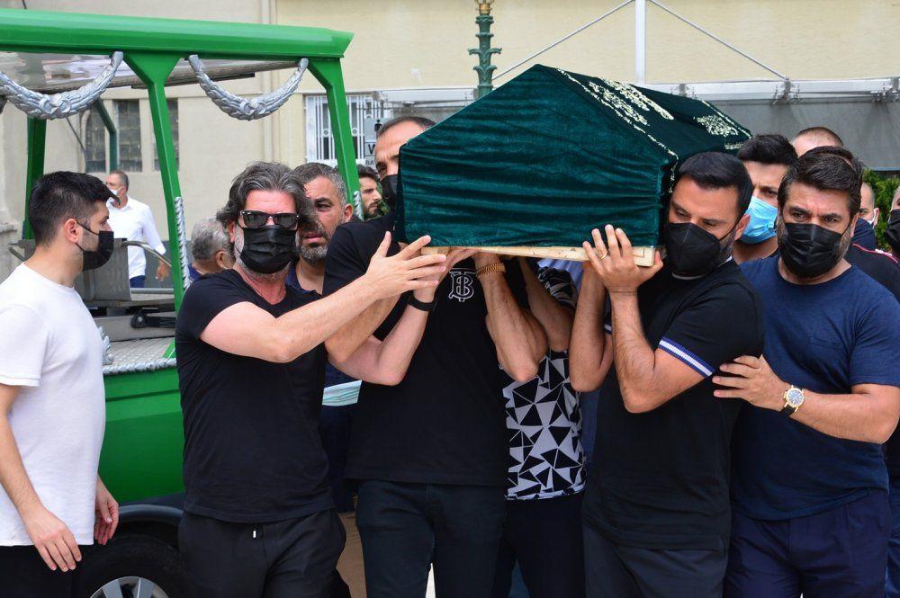 Ünlü popçu Demet Akalın hastaneye kaldırıldı; Cenaze töreninde gözler onu aramıştı - Sayfa 4