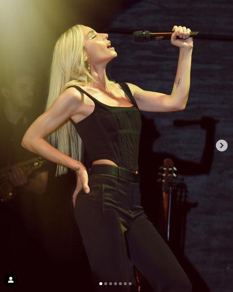Şarkıcı Gülşenin olay olan transparan pantolonunu bu kez Duygu Özaslan giydi - Sayfa 1