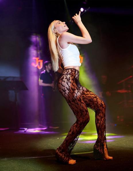 Şarkıcı Gülşenin olay olan transparan pantolonunu bu kez Duygu Özaslan giydi - Sayfa 4