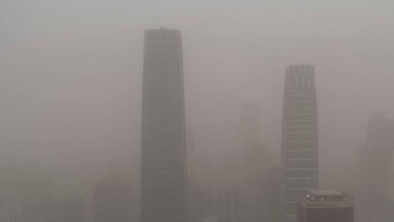 Çin'de kum fırtınası gökyüzünü kapladı!