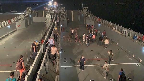 Vatandaşlar çıkarma gemileriyle tahliye edildi - Sayfa 2