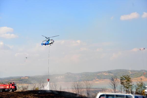 Adana'da çalılık yangını; beyaz araç polisi alarma geçirdi - Sayfa 1